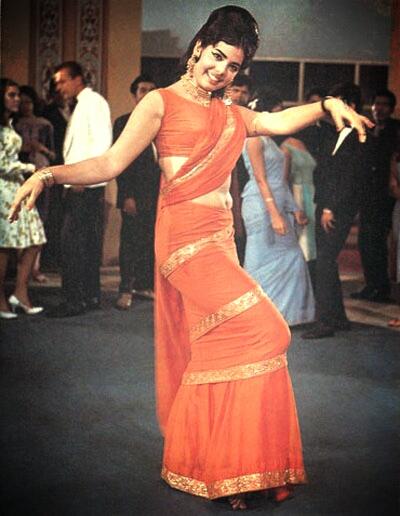 Mumtaz-Sari wearing style